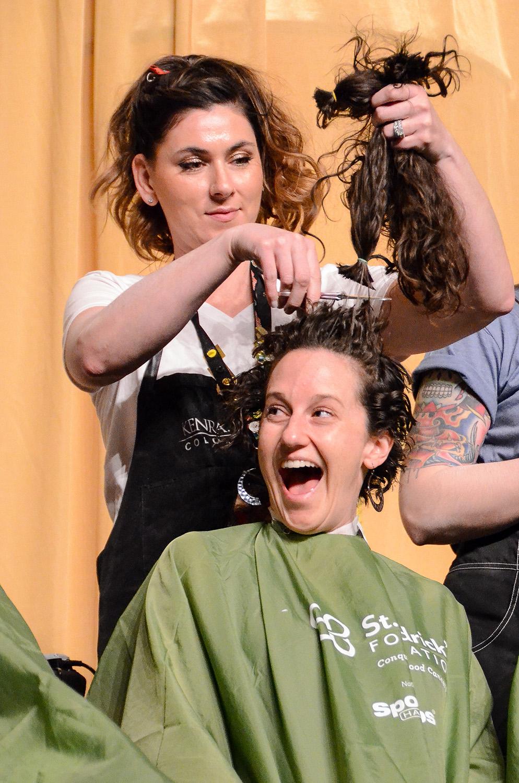 Shaving-head-for-childhood-cancer